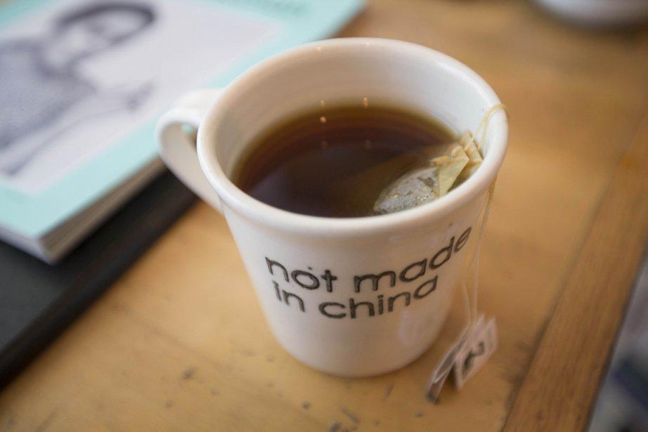 C?est le potier Hugo Didier qui design ces tasses rigolotes «not made in China», mais bien ici, à Montréal! | 7 novembre 2012