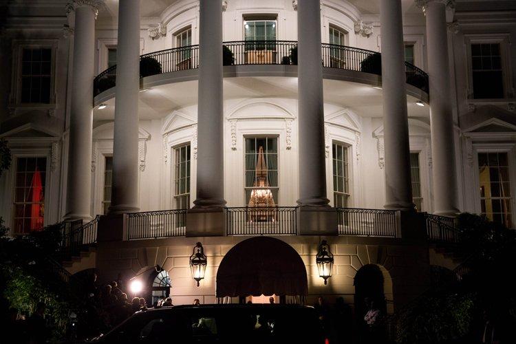 Barack Obama est revenu en début de soirée... (Photo: AFP)