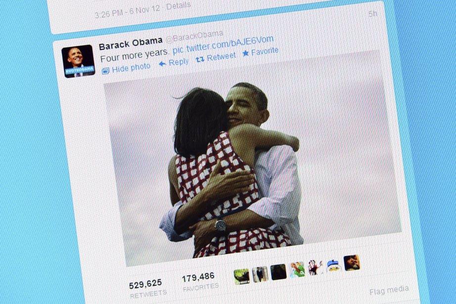 La photo de Barack Obama enlaçant sa femme Michelle, postée sur les réseaux sociaux par l?équipe du démocrate pour annoncer sa victoire, le 6 novembre, est devenue le cliché le plus populaire de l?histoire de Facebook et probablement le tweet le plus échangé. La photo a été prise le 15 août à Dubuque dans l?Iowa par Scout Tufankjian, qui travaille pour l?agence Polaris Images. | 8 novembre 2012