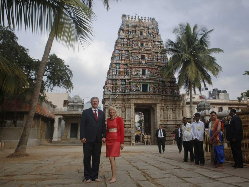 Stephen Harper et son épouse Laureen au temple Sri Someshwara... | 2012-11-08 00:00:00.000