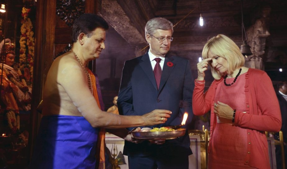 Stephen Harper et son épouse Laureen au temple Sri Someshwara à Bangalore. | 8 novembre 2012