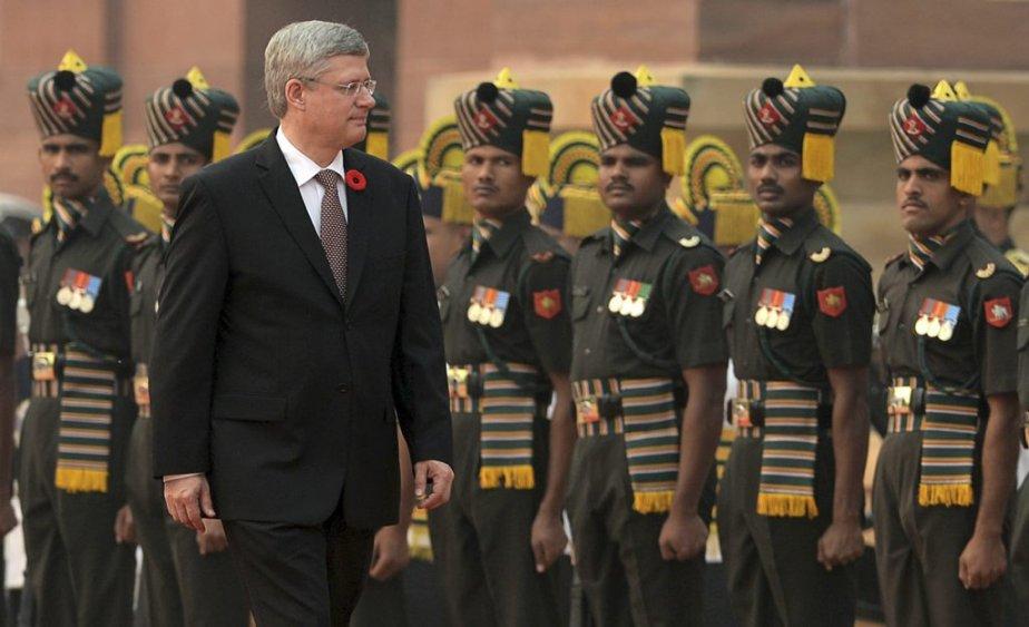 Stephen Harper inspectant la garde d'honneur à Rashtrapati Bhavan. | 8 novembre 2012