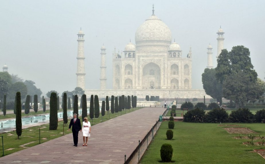 Devant le Taj Mahal à Agra. | 8 novembre 2012