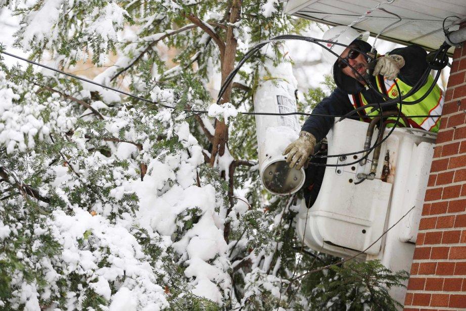 La tempête hivernale de mercredi a privé d'électricité... (PHOTO MIKE SEGAR, REUTERS)