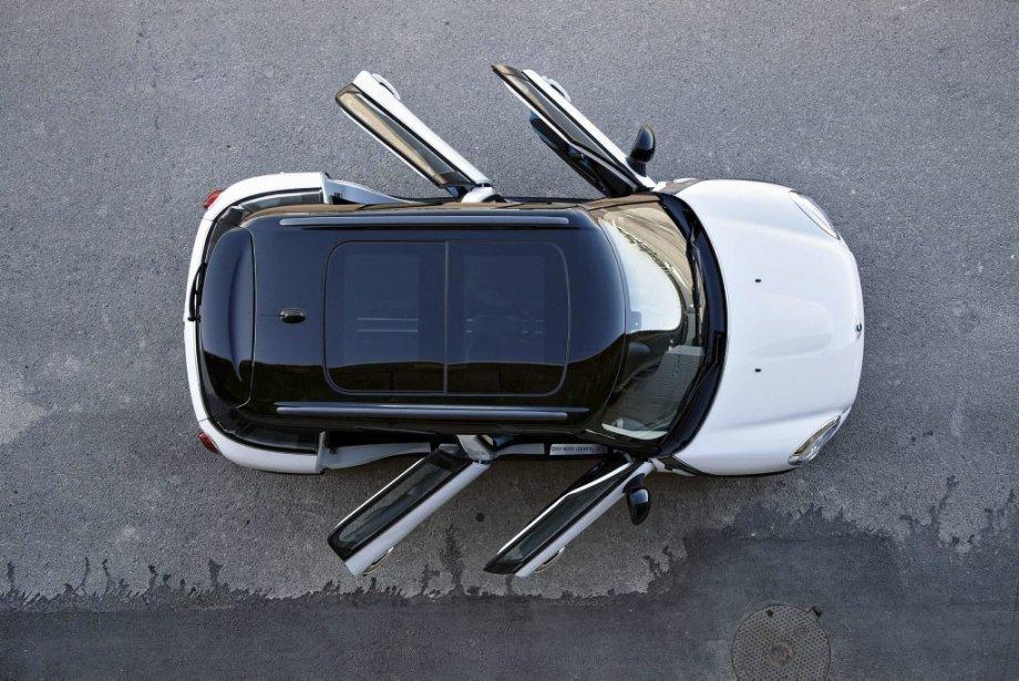 OUI, QUATRE PORTES - Deux, trois et maintenant quatre portes pour ce modèle Mini. Le plus long jamais produit de série. Le plus spacieux aussi. (Photo fournie par Mini)