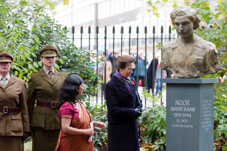 La princesse Anne a inauguré la statue deNoor... (Photo: AFP)