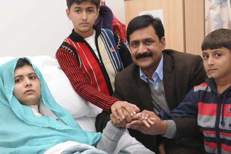 Malal en compagnie de son père et de... (Photo: Reuters)