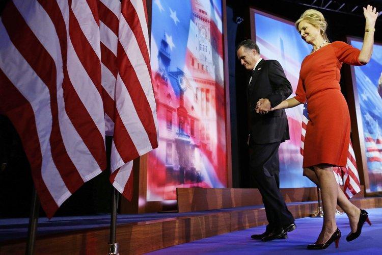Mitt Romney et sa femme après son discours... (Photo: AP)