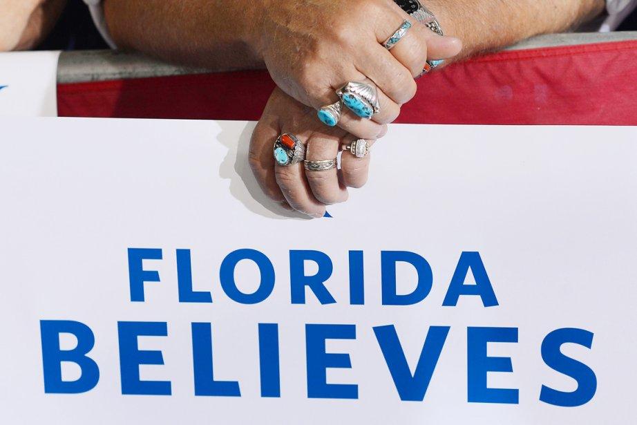 Les résultats en Floride n'étaient toujours pas connus... (PHOTO EMMANUEL DUNAND, AFP)