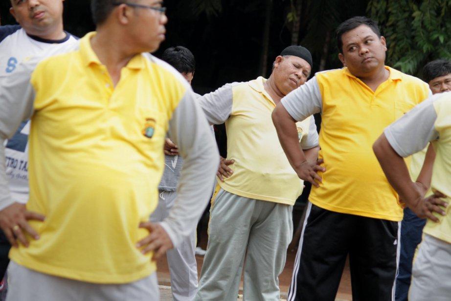 Les policiers bedonnants de la ville de Tangerang,... (Photo: AFP)