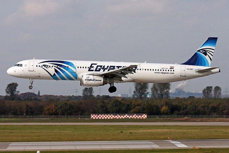 Les hôtesses d'Egypt Air qui avaient fait campagne pour porter le... (Photo: AFP)