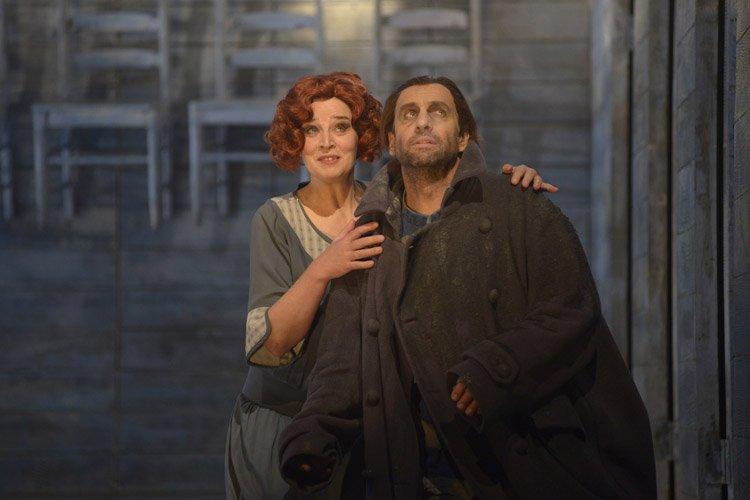 Maida Hundeling (Senta) et Thomas Gazheli (le Hollandais)... (Photo fournie par l'opéra de Montréal)