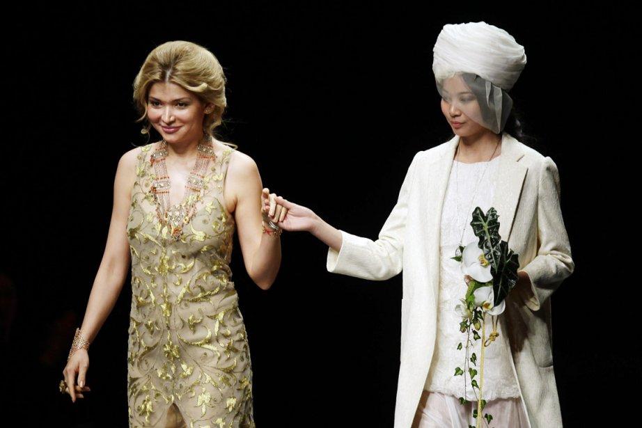Designer à ses heures, Gulnara Karimova (à gauche)... (PHOTO JASON LEE, REUTERS)