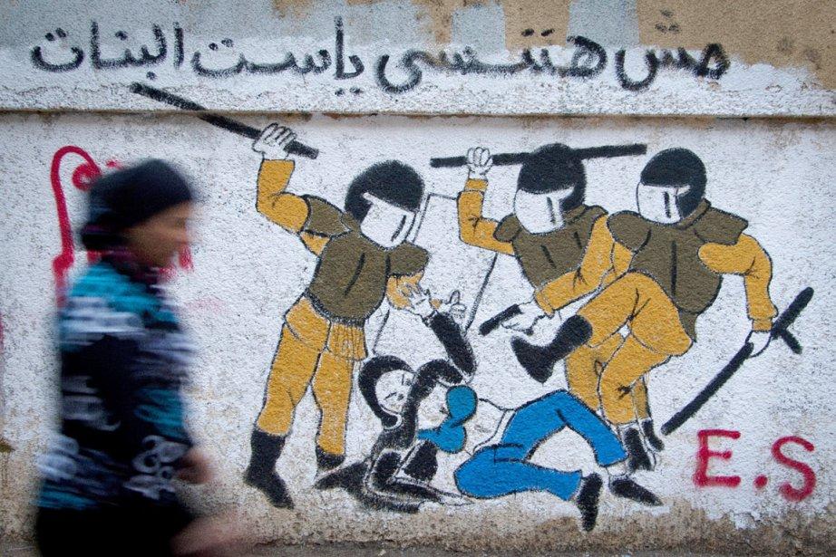 Un graffiti dessiné sur le mur d'un édifice... (PHOTO KHALIL HAMRA, ARCHIVES AP)