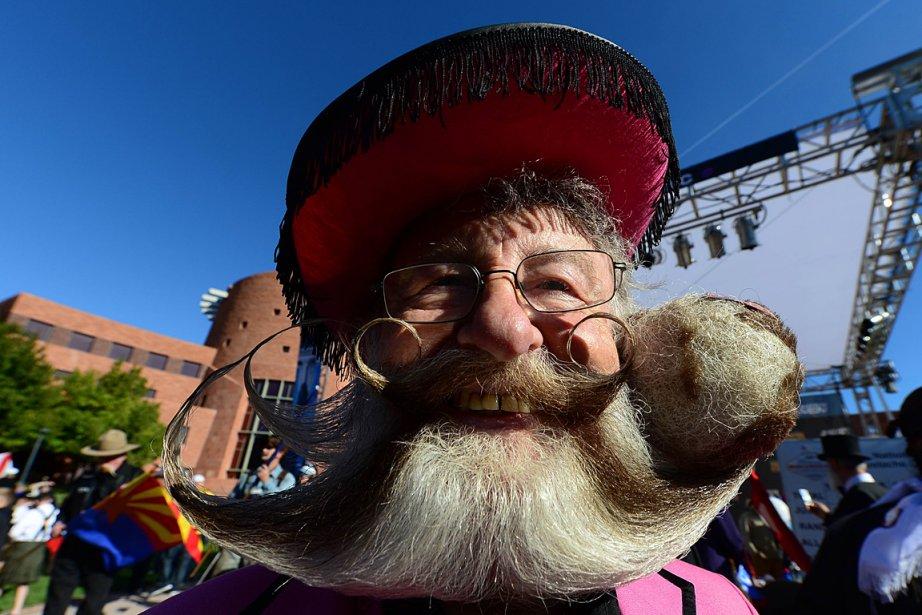 Un fervent partisan de Movember? Eh non, plutôt un participant enthousiasme à un concours des plus belles moustaches du monde. | 12 novembre 2012