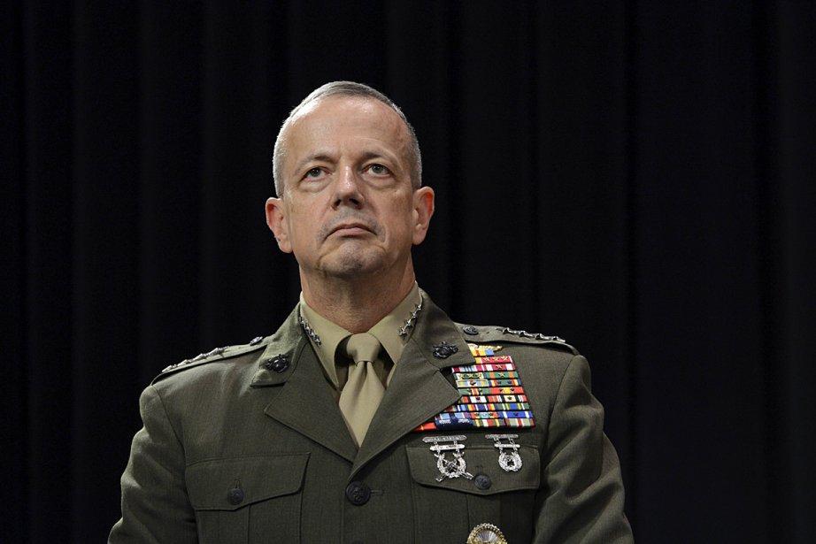 Le commandant des forces de l'OTAN en Afghanistan,... (Photo: AFP)
