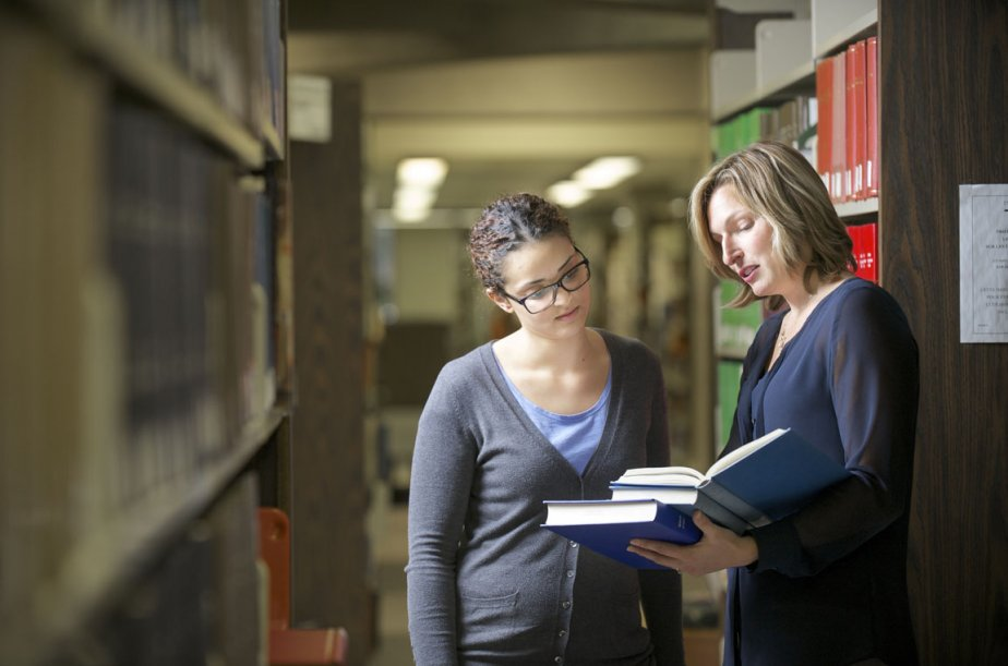 Geneviève Dufour, coresponsable du nouveau cheminement en droit... (Photo fournie par l'Université de Sherbrooke)