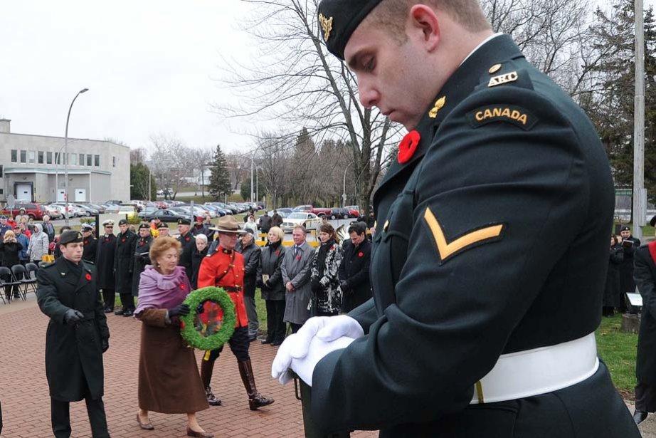 Des vétérans et des militaires se sont recueillis à Shawinigan... | 2012-11-13 00:00:00.000