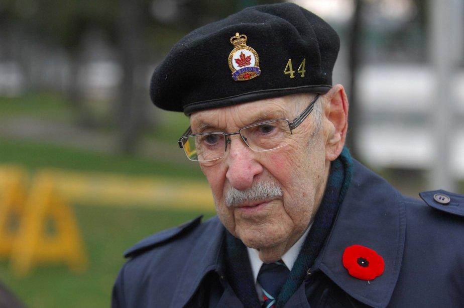Le vétéran de la Deuxième Guerre mondiale, George-Étienne Villemure, se souvient de ses amis morts au combat. | 13 novembre 2012