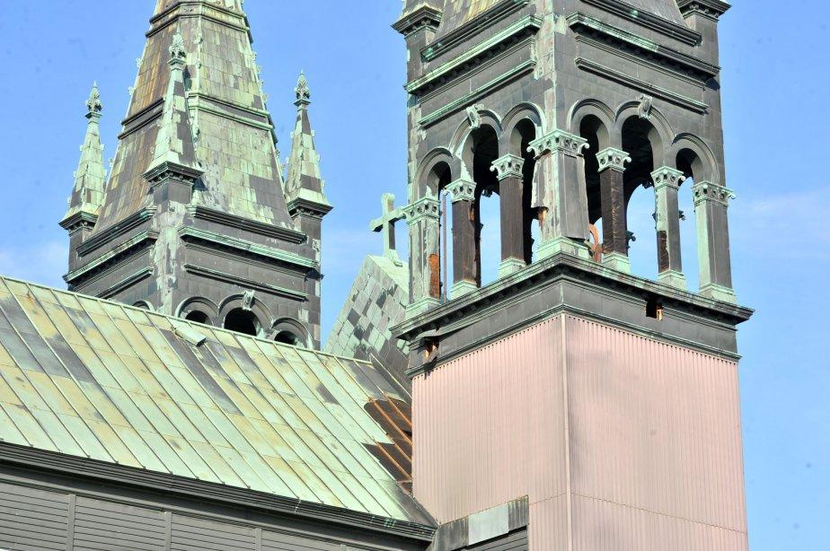 Une bonne quantité de cuivre a été arrachée du toit... | 2012-11-13 00:00:00.000