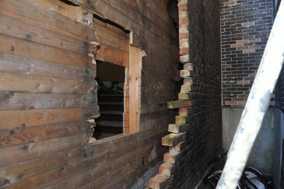 C'est par ce trou que les voleurs se sont introduits dans l'église. Une femme a même été arrêtée lundi après-midi alors qu'elle était cachée au deuxième étage. | 13 novembre 2012