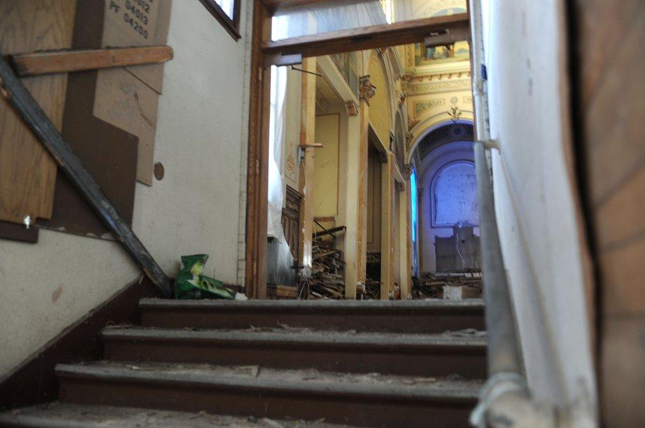 Une vue de l'intérieur délabré de l'ancien lieu de culte. | 13 novembre 2012