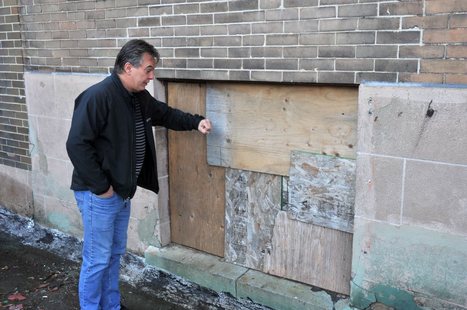 Denis Despins, propriétaire d'Excavations Ovila Despins, croyait pourtant qu'il avait bien barricadé le bâtiment. | 13 novembre 2012
