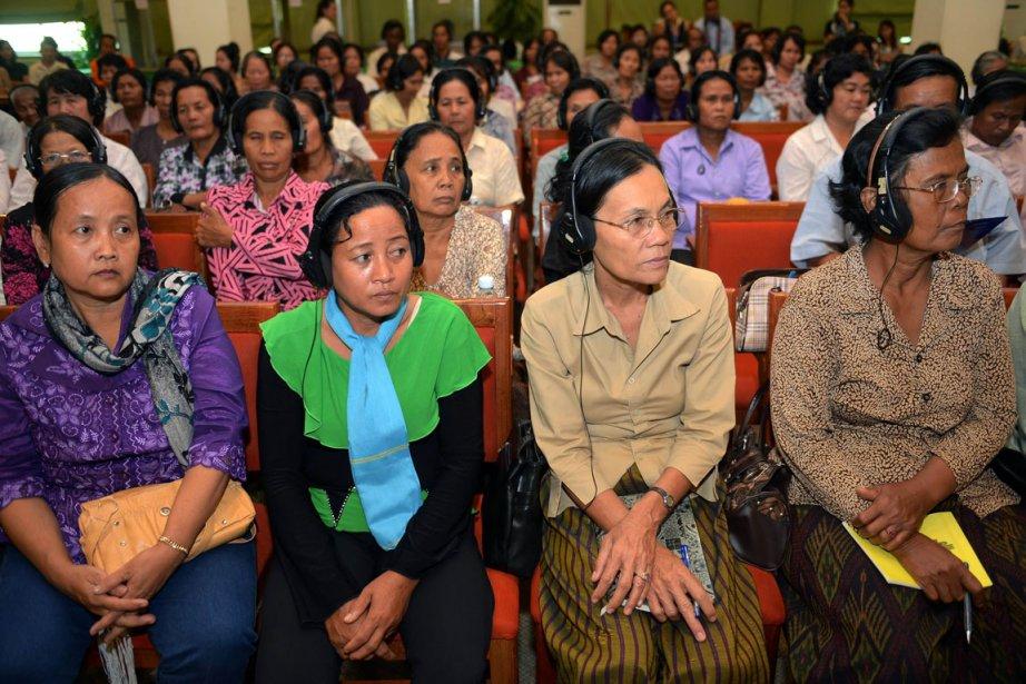Un groupe de Cambodgiennes participe au forum régional... (PHOTO TANG CHHIN SOTHY, AFP)