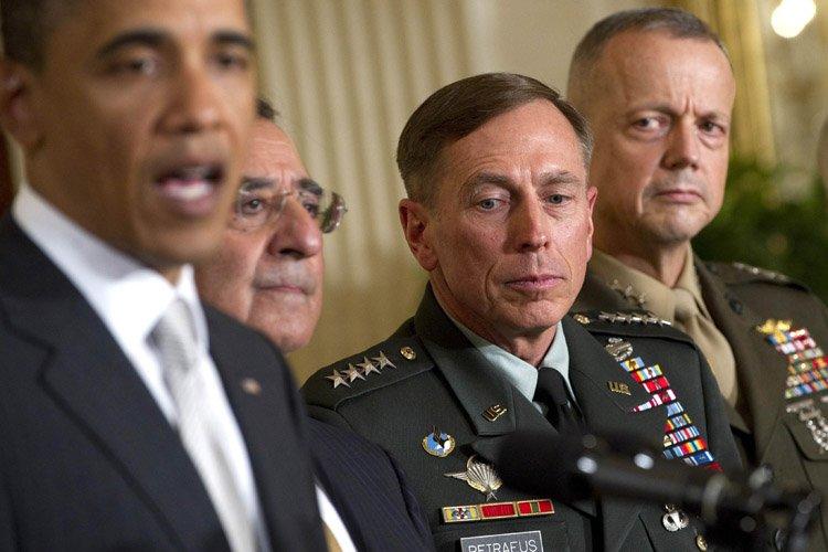 Barack Obama, le directeur du Pentagone Leon Panetta,... (Photo: AFP)