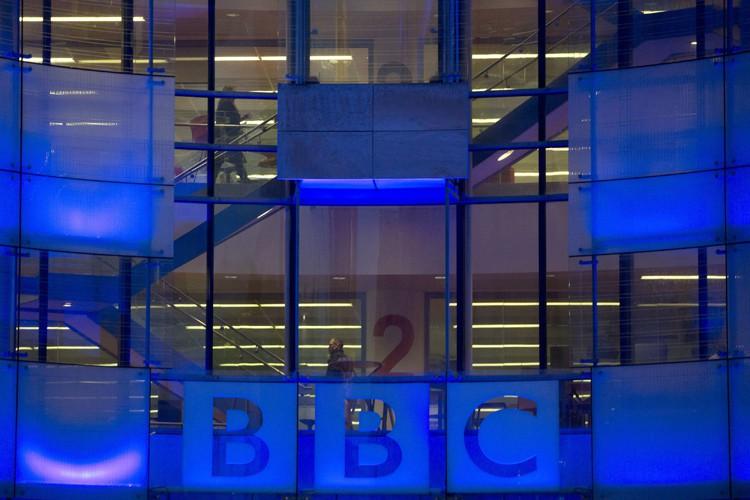Un ancien présentateur de la BBC a été inculpé mardi... (PHOTO ARCHIVES REUTERS)