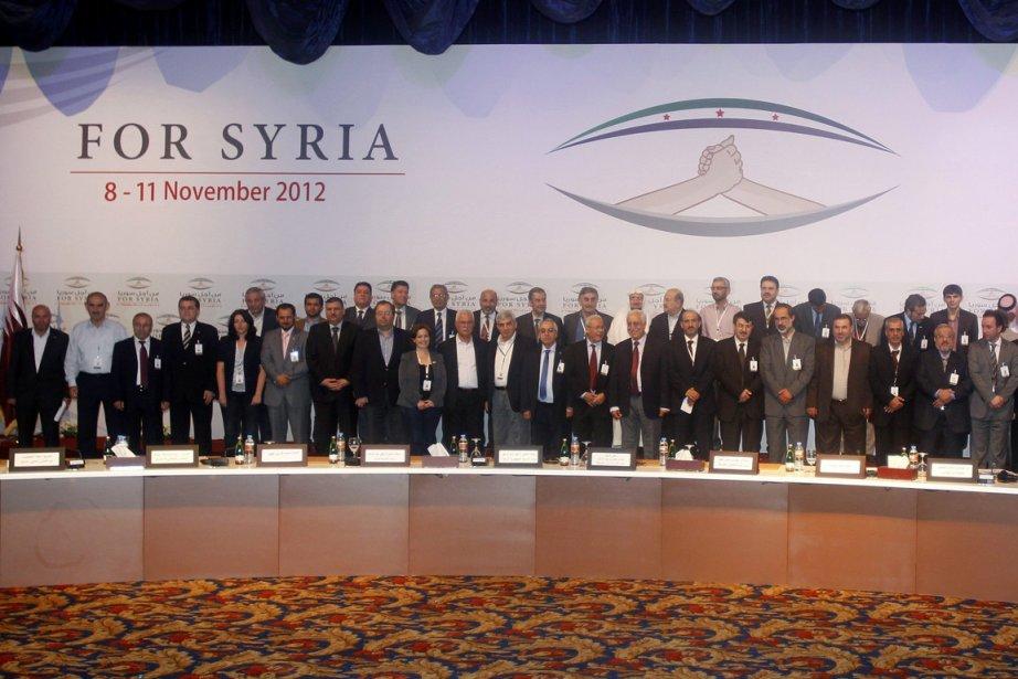 Des membres de la nouvelle Coalition nationale syrienne,... (PHOTO MOHAMMED DABBOUS, ARCHIVES REUTERS)