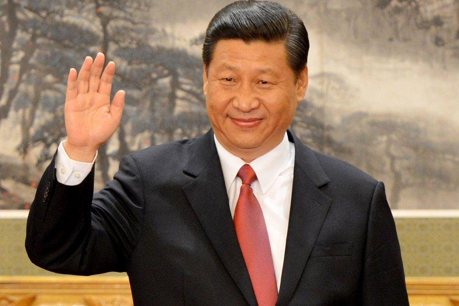 L'air grave, mais souriant, après avoir présenté ses... (PHOTO MARK RALSTON, AFP)