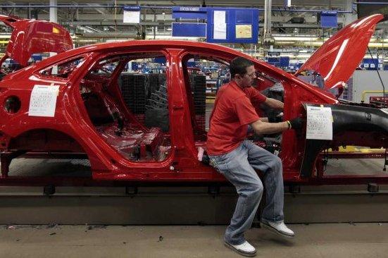 La production industrielle des États-Unis a rechuté en octobre, de 0,4% par...