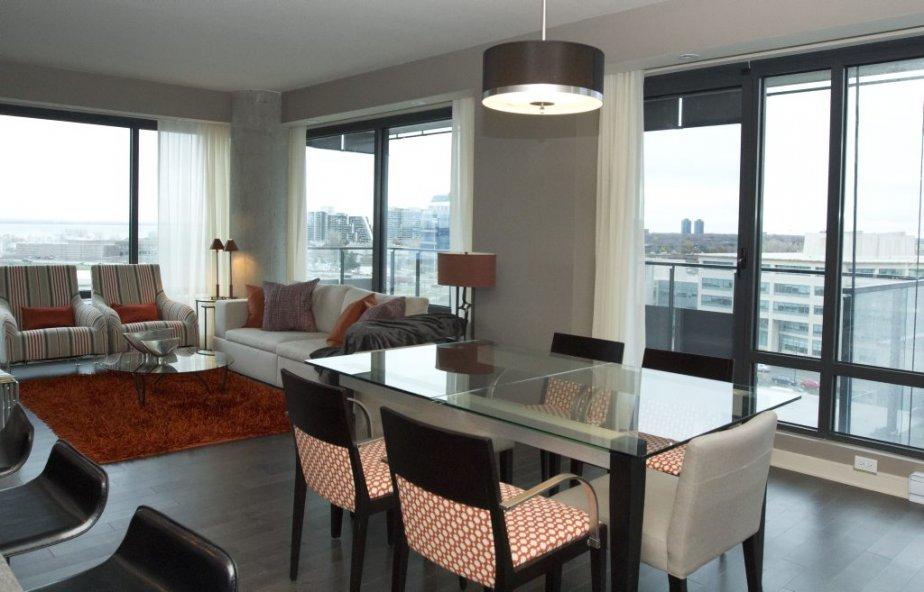Ce condo-témoin de 1120 pieds2 compte deux chambres et reflète les goûts d'un couple de baby-boomers imaginaire qui a vendu sa maison. | 16 novembre 2012
