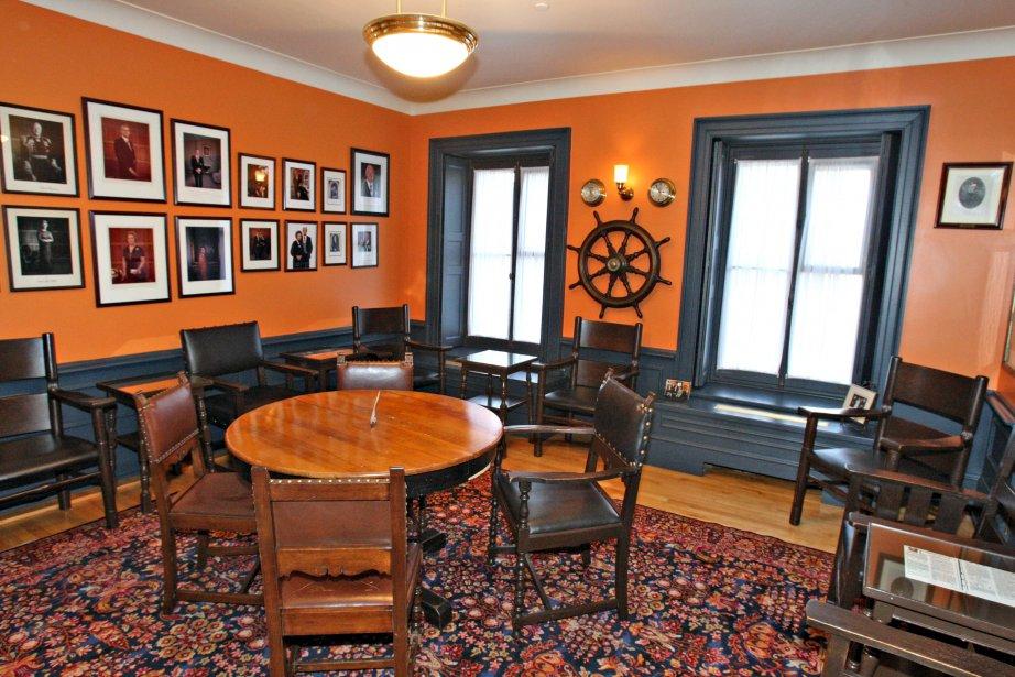 Dans le Salon Wheelhouse à thématique navale, une très belle collection de photos anciennes orne les murs. | 16 novembre 2012