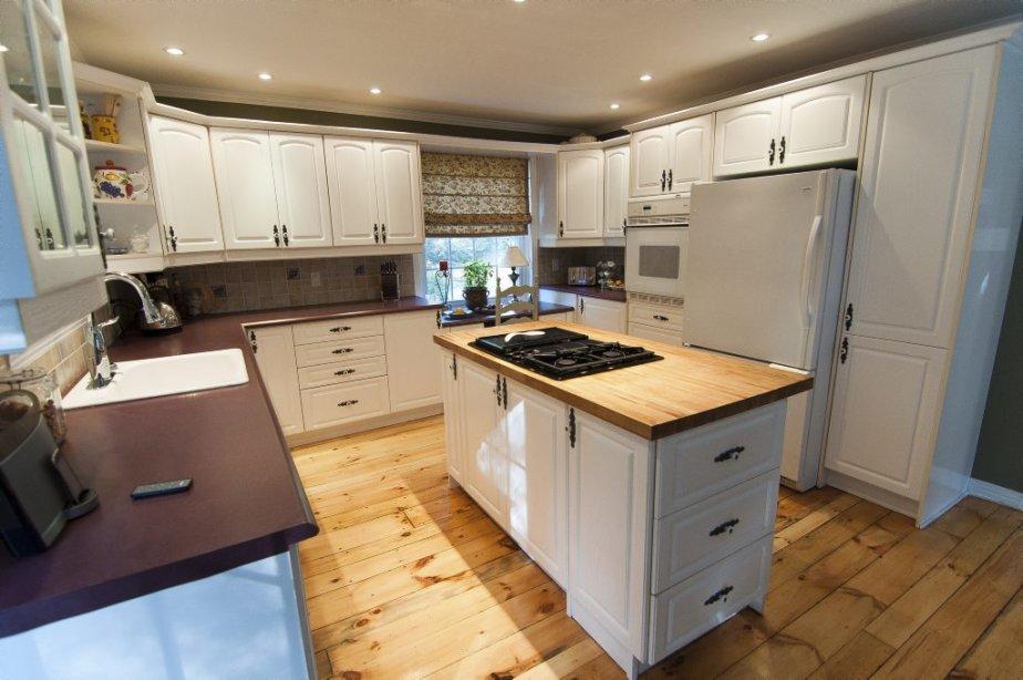 Le couple originaire de l'extérieur du Québec a réaménagé la cuisine avec l'aide d'une designer peu de temps après aménagé à Hudson. | 16 novembre 2012