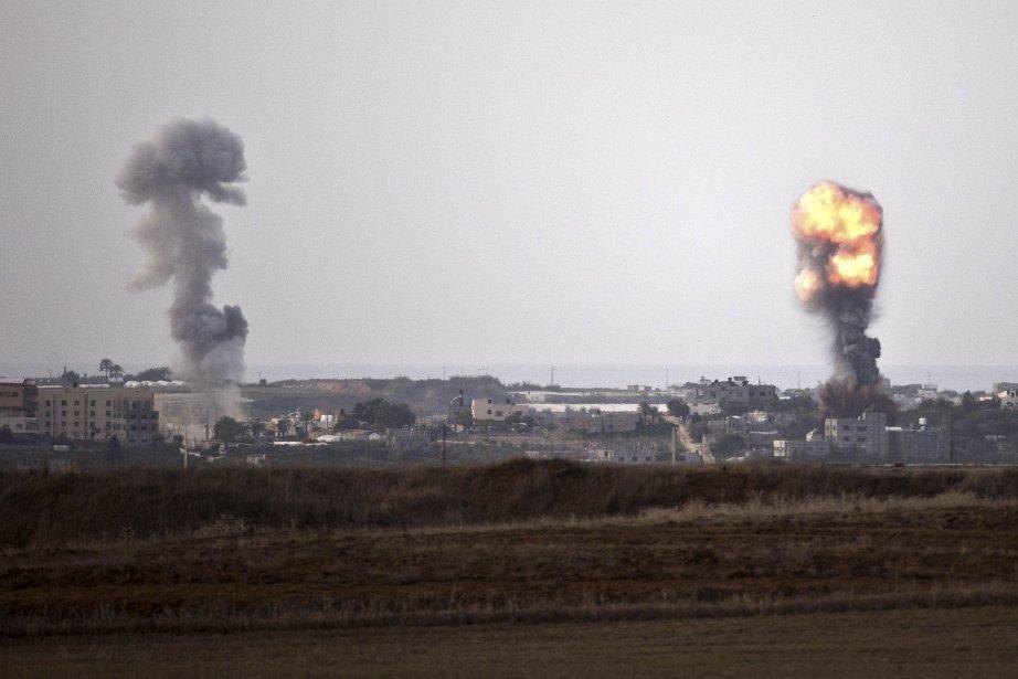Israël a bloqué le 16 novembre toutes les routes principales autour de la bande de Gaza, annonçant qu'elles se trouvaient désormais dans une zone militaire fermée, alors que les signes de préparatifs d'une offensive terrestre contre l'enclave palestinienne se multipliaient. | 16 novembre 2012