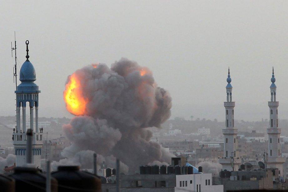 Les tirs de roquettes par des... (Photo Majdi Fathi, Agence France-Presse)