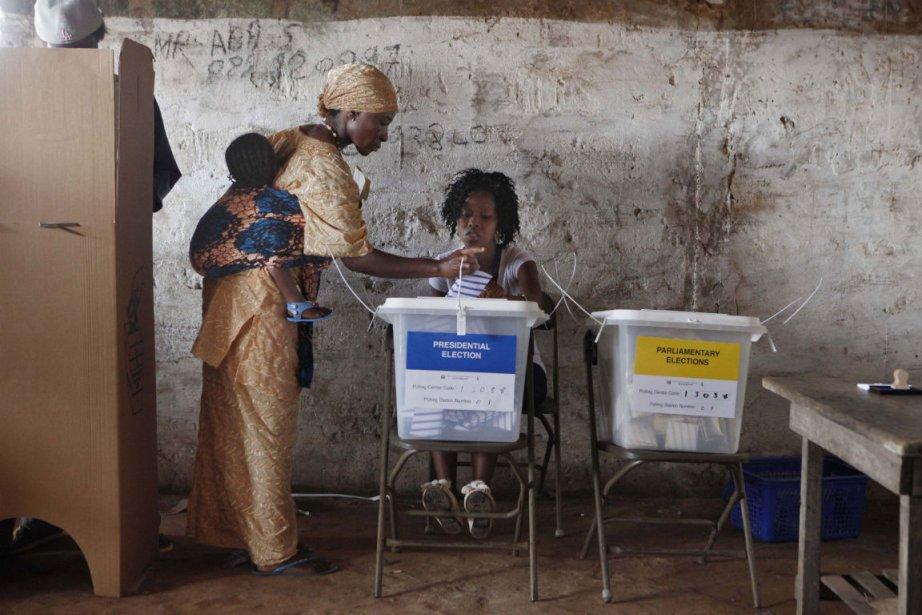 Quelque 2,6 millions d'électeurs étaient appelés à voter... (Photo Joe Penney, Reuters)
