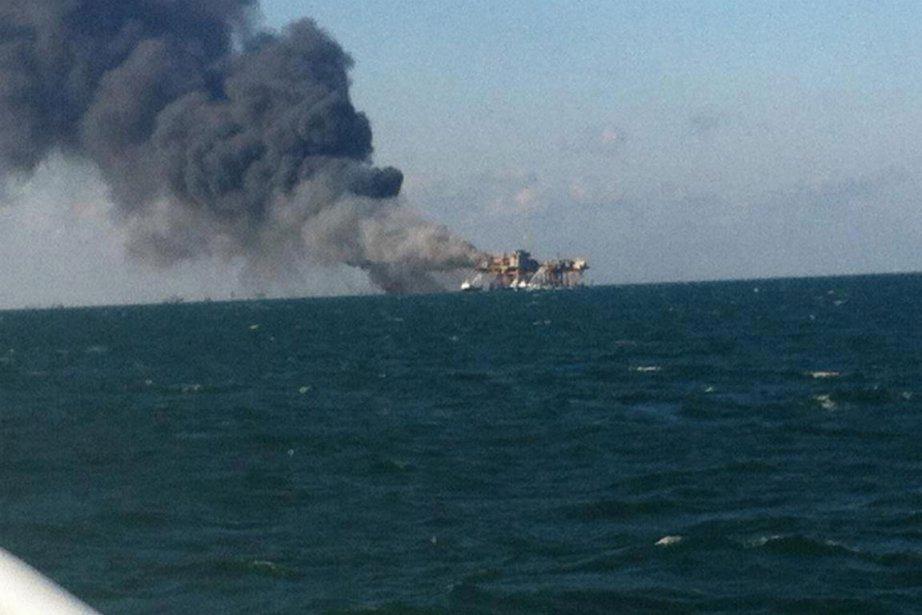 La plateforme accidentée vendredi, située dans des eaux... (Photo Reuters)