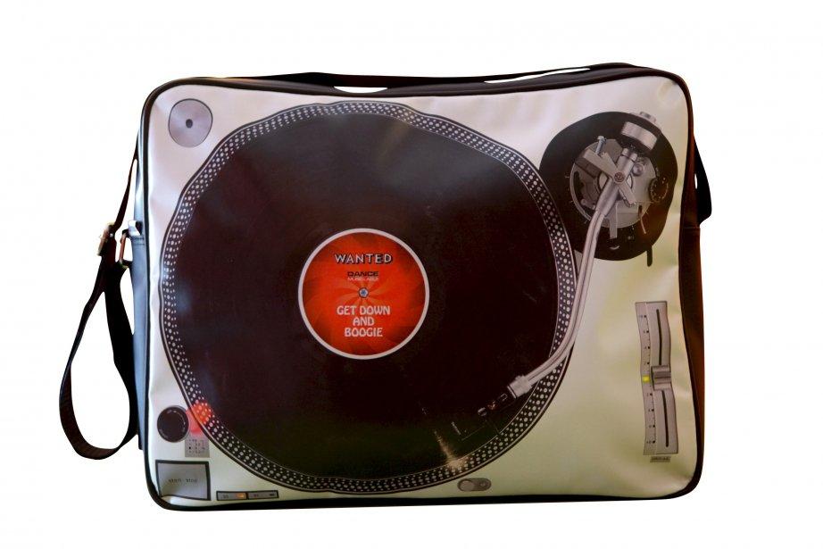 Sac à bandoulière tourne-disque, 43,50$ chez Le Paillasson, 1298, avenue Maguire, Québec, 418686-2240 | 18 novembre 2012