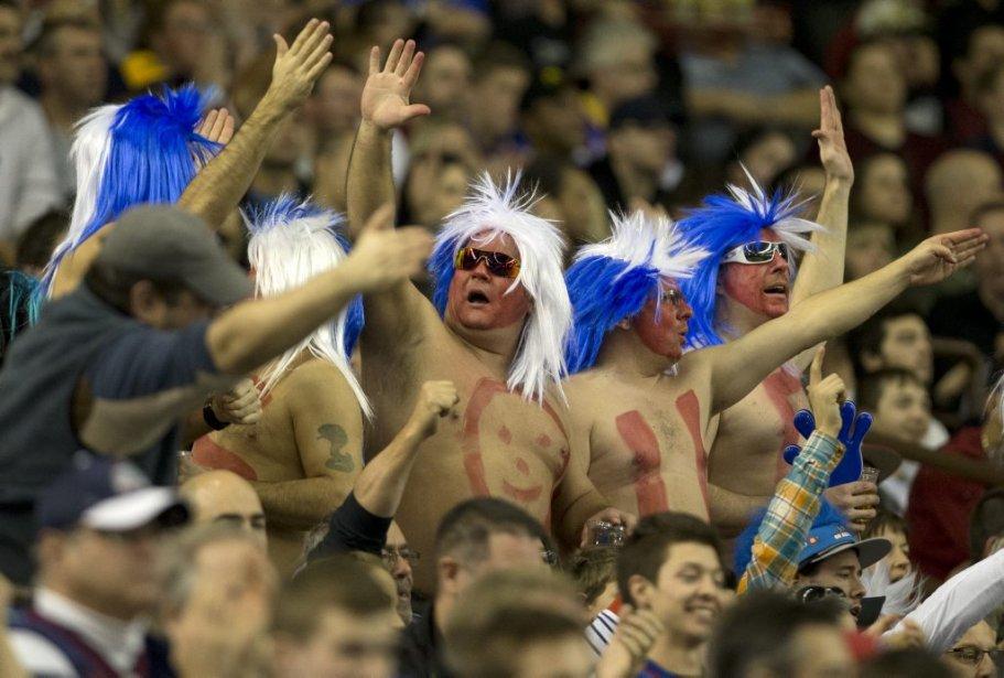 Les partisans gardaient l'espoir de la victoire en début de match. (Robert Skinner, La Presse)