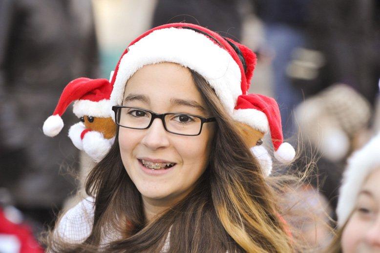 L?Association des pompiers professionnels d?Ottawa organise le défilé du père Noël depuis 43 ans. Des centaines de milliers de jouets ont à ce jour été amassées et près de 1,5 million de dollars ont été recueillis pour les plus démunis de la région en cette saison de réjouissances. | 18 novembre 2012