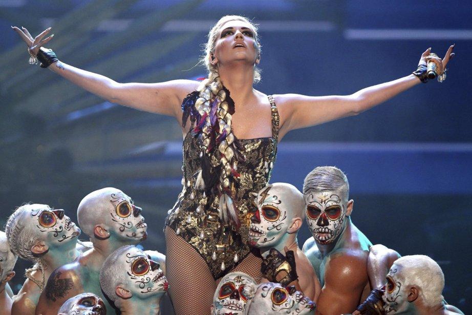Ke$ha sur la scène des American Music Awards... (Photo: AP)