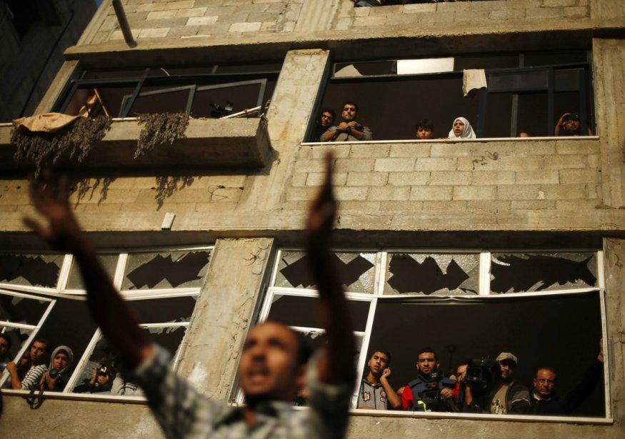 Un homme montre son indignation à la suite du bombardement d'une résidence par des soldats israéliens. | 19 novembre 2012
