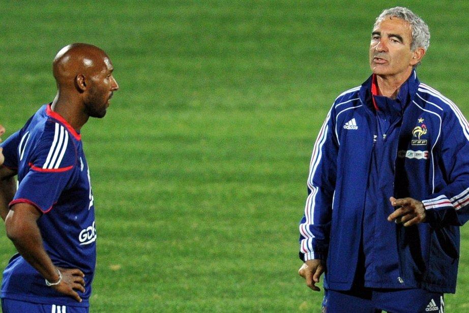 Nicolas Anelka et Raymond Domenech au Mondial 2010.... (Photo: AFP)