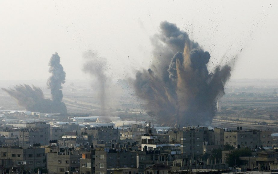 Des bombes israéliennes s'abattent sur les tunnels qui relient la bande de Gaza à l'Égypte. | 19 novembre 2012