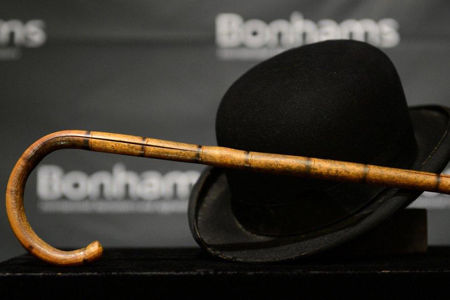 Le chapeau melon et la canne de Charlie... (Photo: AFP)