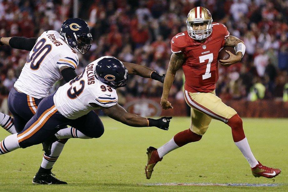 Le quart des 49ers Colin Kaepernick (à droite),... (Photo: AP)
