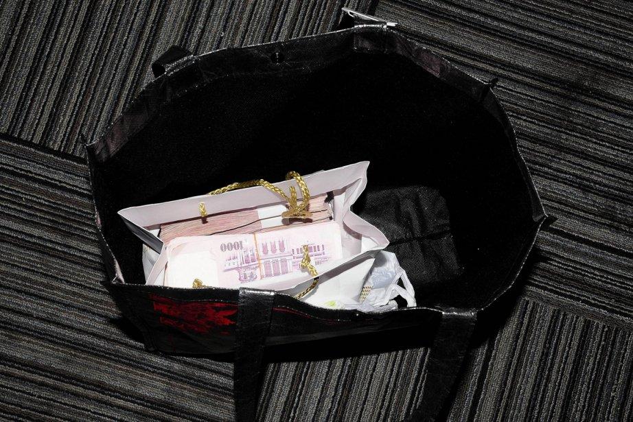 Ce sac rempli de billets de mille dollars... (Photo: AFP)